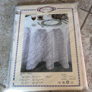 BNWT tablecloth